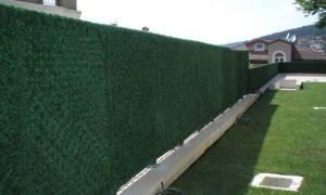 Как сделать забор из сетки рабицы непрозрачным